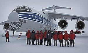 В рамках летных испытаний самолета Ил-76ТД-90ВД в Антарктиде выполнено десантирование груза парашютным способом