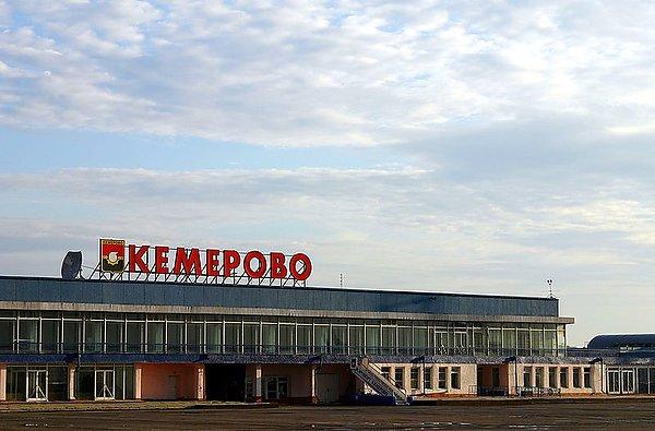 """Мужчина целый год проработал в Международном аэропорту  """"Кемерово """" по поддельному диплому."""