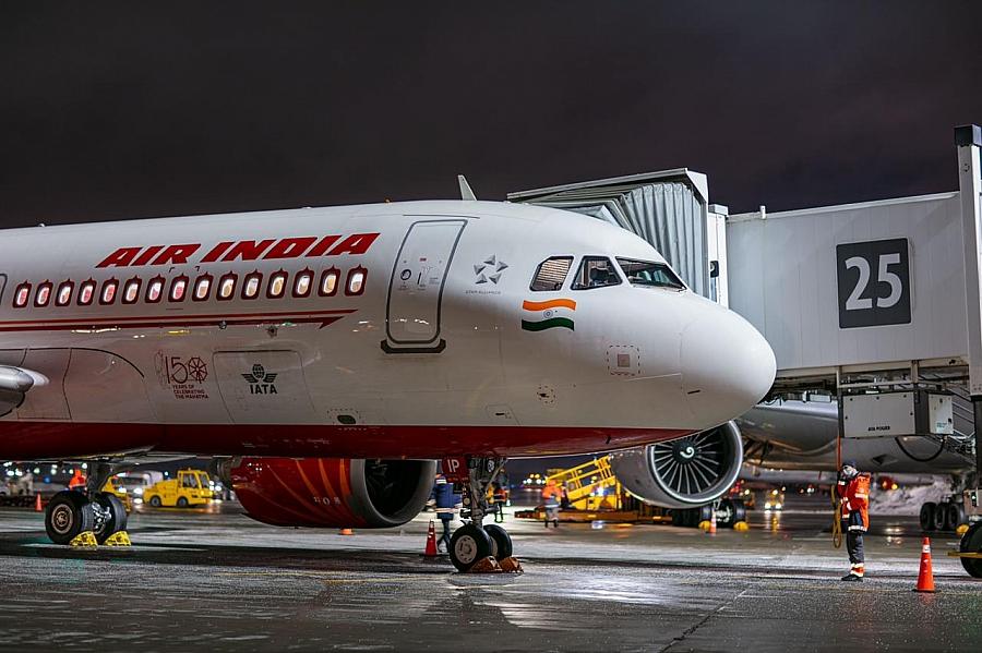 Пилоты Air India отказались работать, пока им не сделают прививку от COVID
