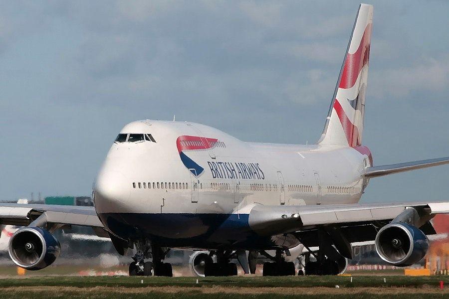 Британская авиакомпания из-за пандемии распродает посуду и полотенца