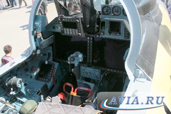 в новой кабине Су-35