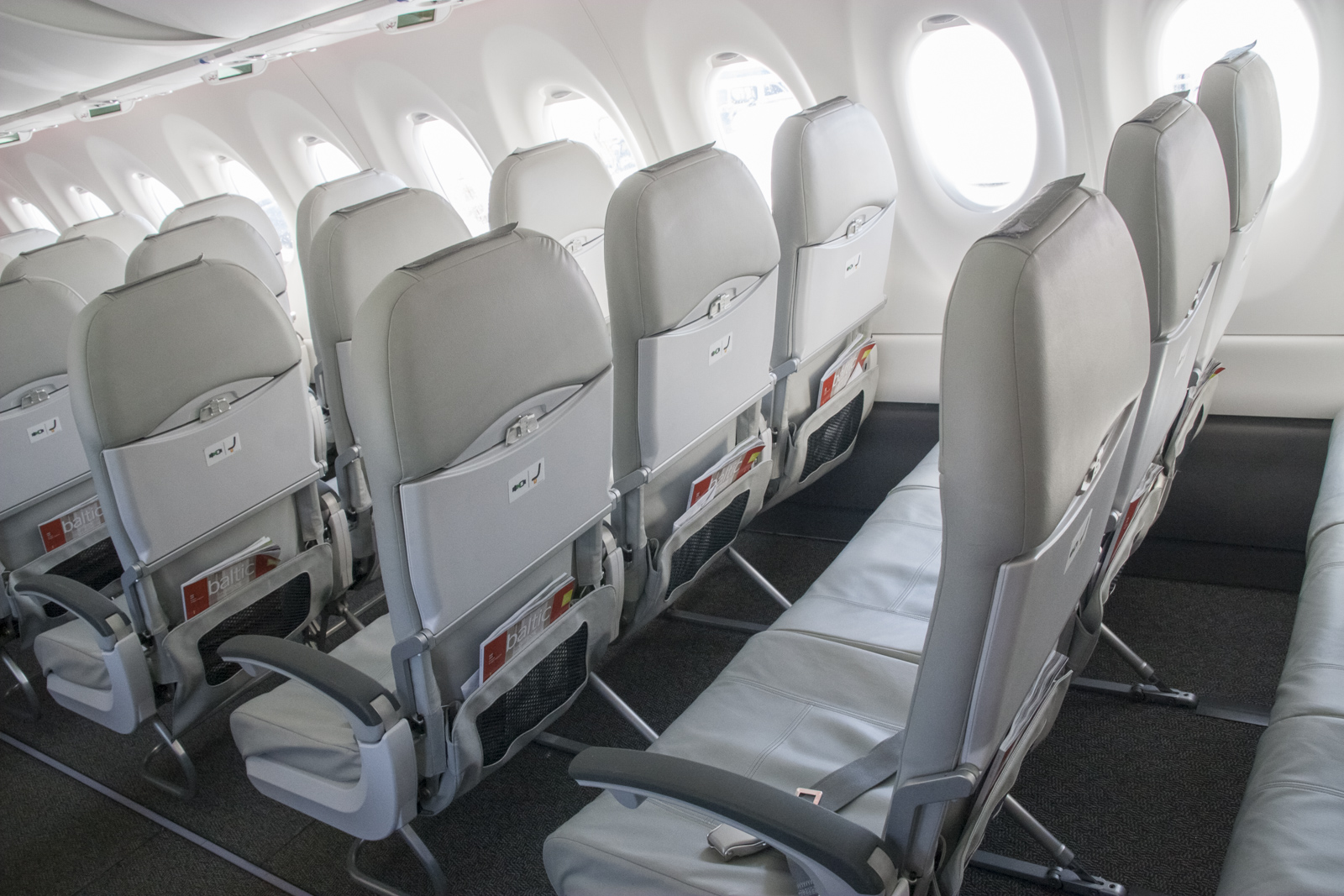 cs300 airbaltic conquered moscow russian aviation ruaviation com. Black Bedroom Furniture Sets. Home Design Ideas