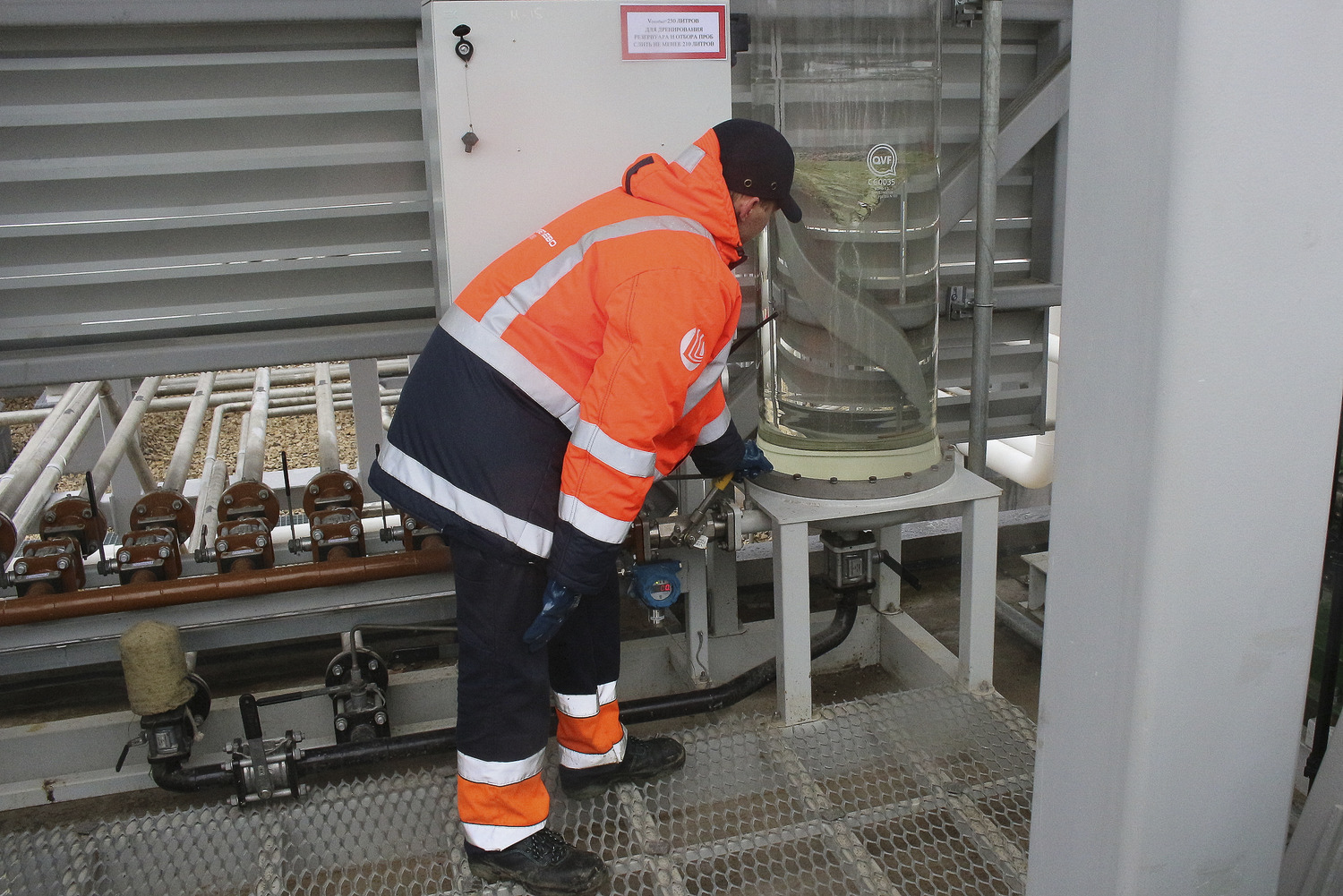 New Refuelling Complex At The Sheremetyevo Airport Russian Peco Fuel Filters In Receiving Tanks Process Of Settling Takes Place After Which Samples Are Taken For Quality Assessment According To Results