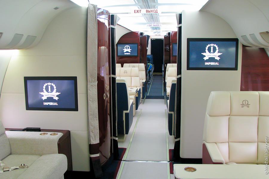 """7 декабря в Московском аэропорту  """"Домодедово """" авиакомпания  """"Трансаэро """" представила свой новый самолет Boeing 737-500..."""